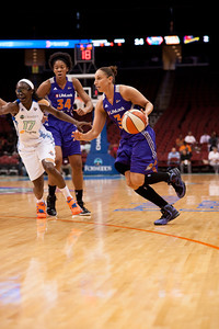 Phoenix's DIANA TAURASI (3) looks to drive to the basket past New York's ESSENCE CARSON (17).