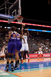 New York's KARA BRAXTON (45) goes in for a layup against the Phoenix Mercury.