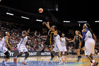 Tulsa's TEMEKA JOHNSON (2) pulls up for a jump shot against the New York Liberty.