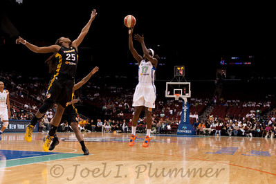 New York's ESSENCE CARSON (17) pulls up for a jump shot over Tulsa's GLORY JOHNSON (25).