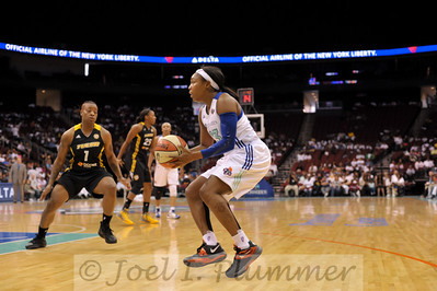 New York's CAPPIE PONDEXTER (23) sets her feet for a jump shot against the Tulsa Shock.