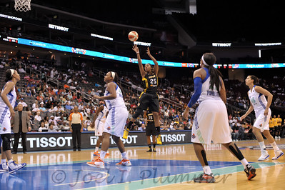 Tulsa's GLORY JOHNSON (25) pulls up for a jump shot against the New York Liberty.