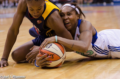 New York's Cappie Pondexter (23) battles for a loose ball against the Indiana Fever.