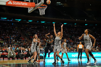 WNBA 2016 - The San Antonio Stars Visit the New York Liberty