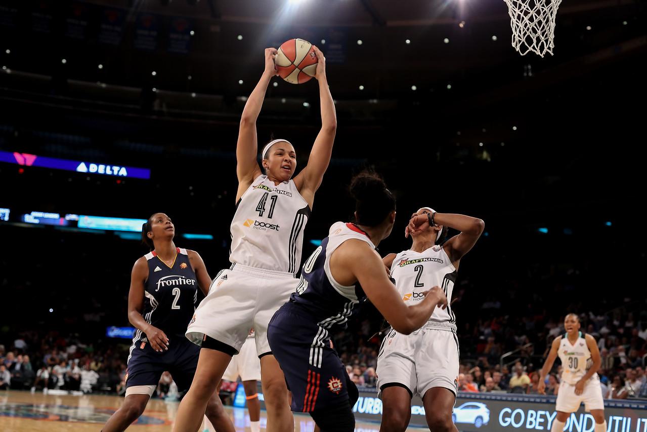 WNBA 2015 - The Connecticut Sun Visit the New York Liberty 7/16/2015
