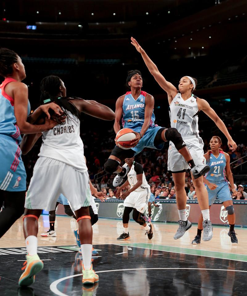 WNBA 2015 - The Atlanta Dream Visit the New York Liberty