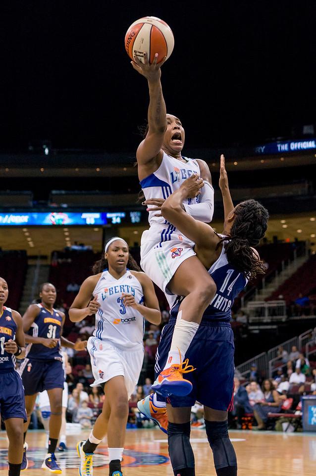 WNBA 2013 - The Conneticut Sun visit the New York Liberty