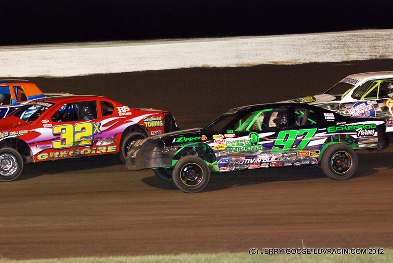 I LUV SPRINTS BUT THE STOCK CARS GET RACY 3 WIDE