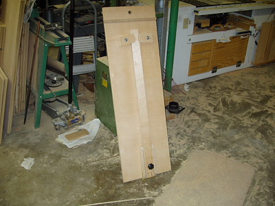 This is the Circle cutting jig I made.   I needed it when I built new cabs for the kitchen re-do fifteen years ago.