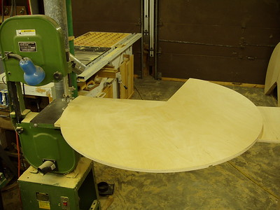 """The typical 14"""" band saw and the circle jig, the shelf is 36"""" in diameter."""