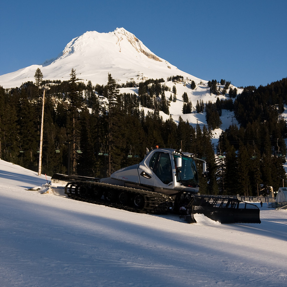 A very pretty snowcat grooms a run in front of a very pretty mountain.<br /> <br /> Lens used: 24-105mm f4.0 IS