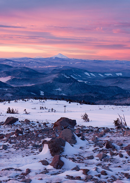Looking south along the Cascade crest towards Mt. Jefferson and the Three Sisters at dawn on a nice sunrise morning.<br /> <br /> Location: Texas Trails @ top Vista Express<br /> <br /> Lens used: 17-55mm f2.8 IS