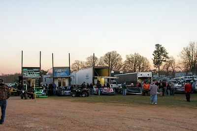 half a dozen late models had to park in the parking lot..the pits were so crowded