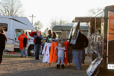 didn't bring enough cloths...buy some more at the souvenir trailers