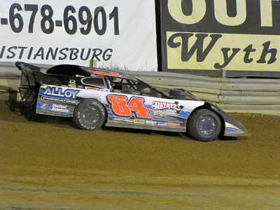 #84 Jay Sessoms spins out of the heat race