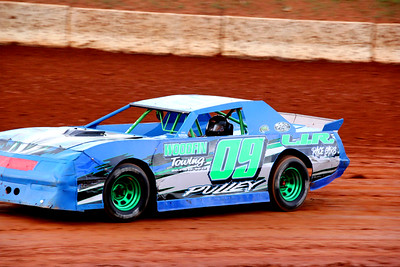 Wayne Clayton drove #09 to 7th in Thunder Sportsman. So very good to see Wayne again at the track.