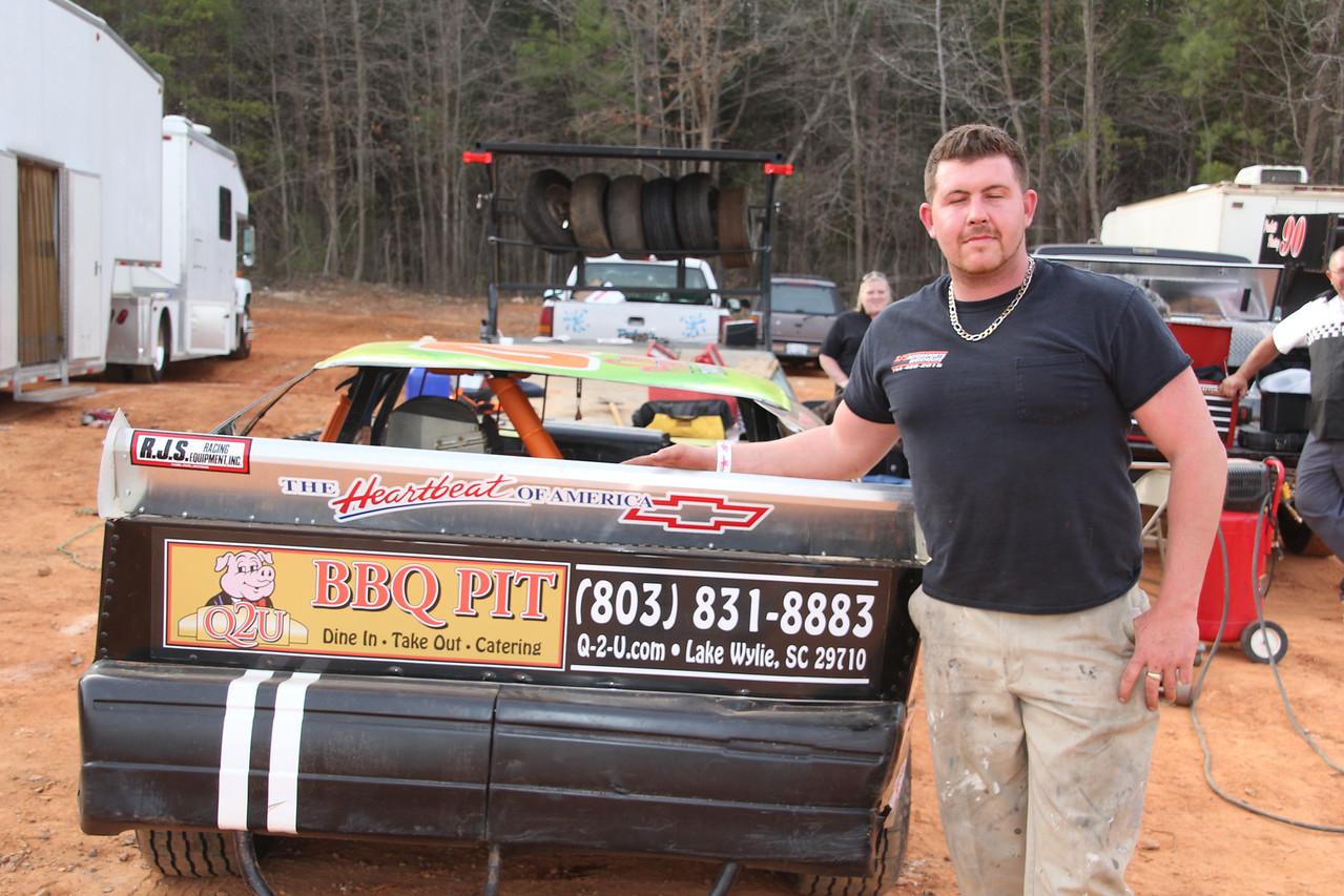 Q2U BBQ Pit is a sponsor on the #00 car.