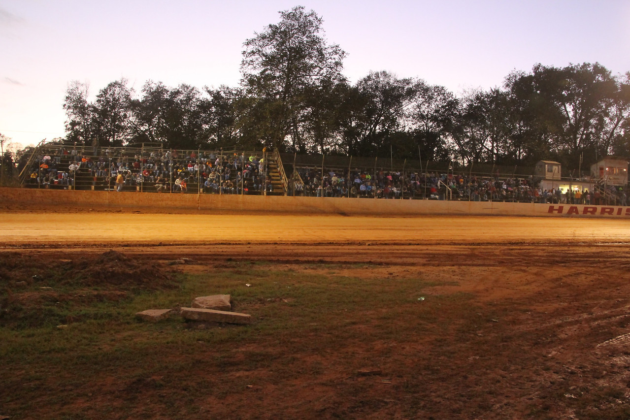 great mid October crowd at Harris Speedway