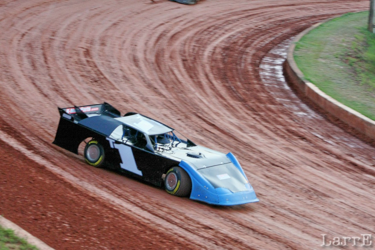 Timbo's black and blue ride (he'll finish 3rd in NDRA crate late models)