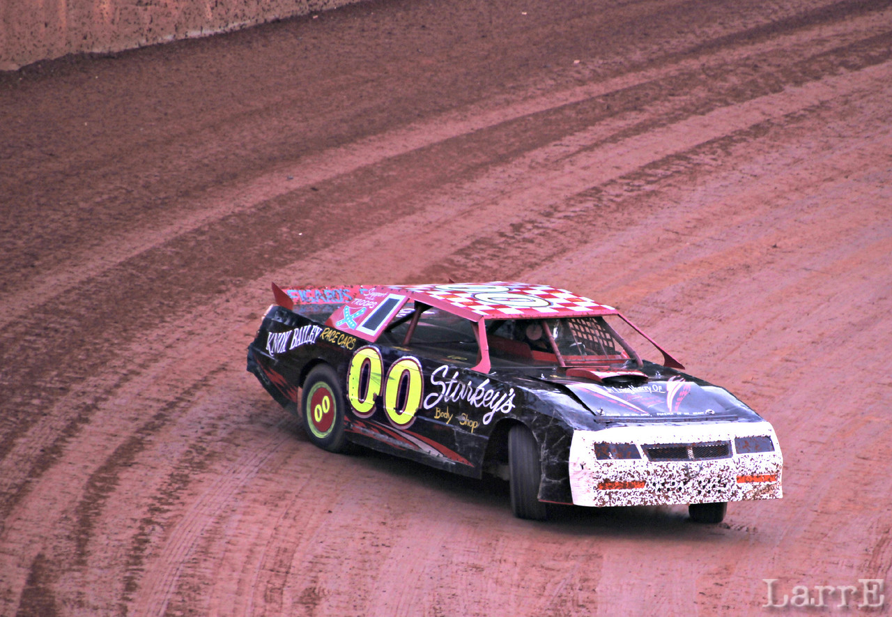 Jamie Thomasson in crate sportsman