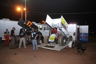 THAT's the way sprint cars should be hauled !!