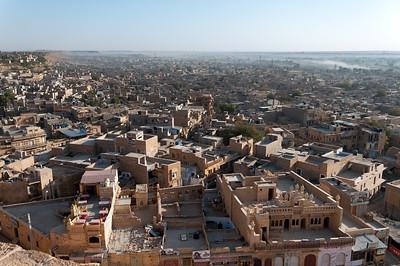 Terrasse dans le fort de Jaisalmer permettant de contempler le paysage depuis les remparts.