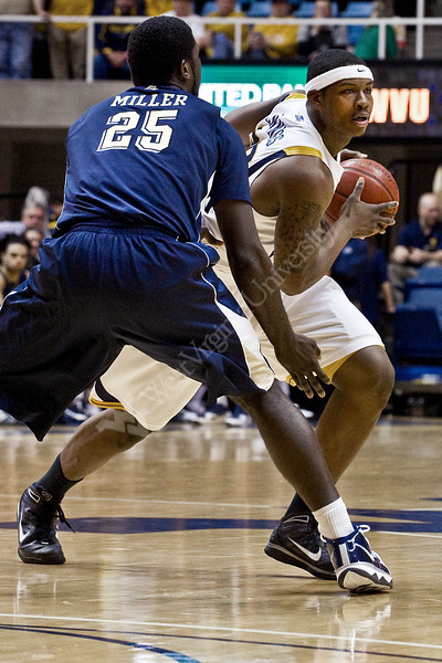 "<a href=""http://photos.wvu.edu/2010-Photos/February-2010/26595-Mens-Basketball-vs-Pitt/11133623_y67WS#786169186_oaRR6"">http://photos.wvu.edu/2010-Photos/February-2010/26595-Mens-Basketball-vs-Pitt/11133623_y67WS#786169186_oaRR6</a>"