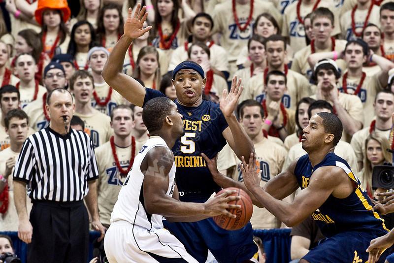 "<a href=""http://photos.wvu.edu/2010-Photos/February-2010/26608-Mens-Basketball-vs-Pitt/11209931_eBVvZ#795490704_uW8Md"">http://photos.wvu.edu/2010-Photos/February-2010/26608-Mens-Basketball-vs-Pitt/11209931_eBVvZ#795490704_uW8Md</a>"