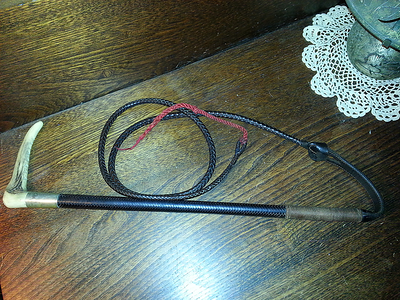 Ladies Swain English staghorn hunt whip w/lash & popper $250