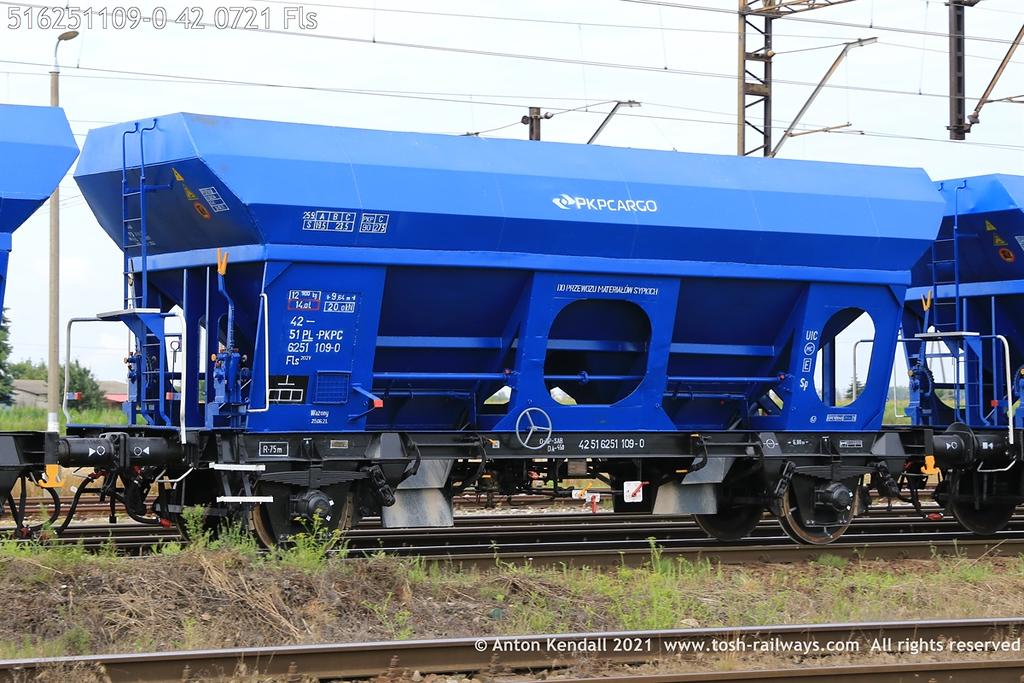 https://photos.smugmug.com/Wagons/Country/51-poland-pkp/600-627/i-F9g6GVZ/0/4051625f/XL/516251109-0%2042%200721%20Fls-XL.jpg