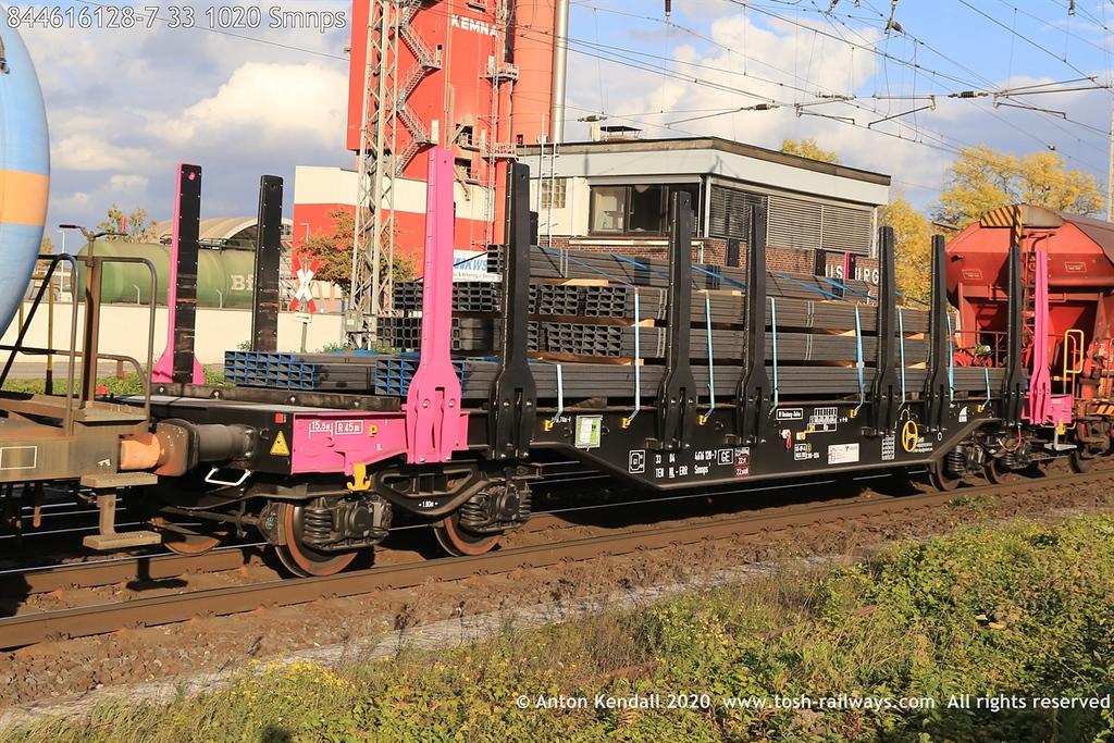 https://photos.smugmug.com/Wagons/Country/84-nl-netherlands/400-499/i-HCLzhpP/0/ac907fae/XL/844616128-7%2033%201020%20Smnps-XL.jpg