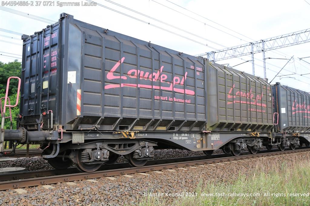 https://photos.smugmug.com/Wagons/Country/84-nl-netherlands/400-499/i-kNfZxm9/0/aedd514e/XL/844594886-2%2037%200721%20Sgmmnss%20Laude-XL.jpg