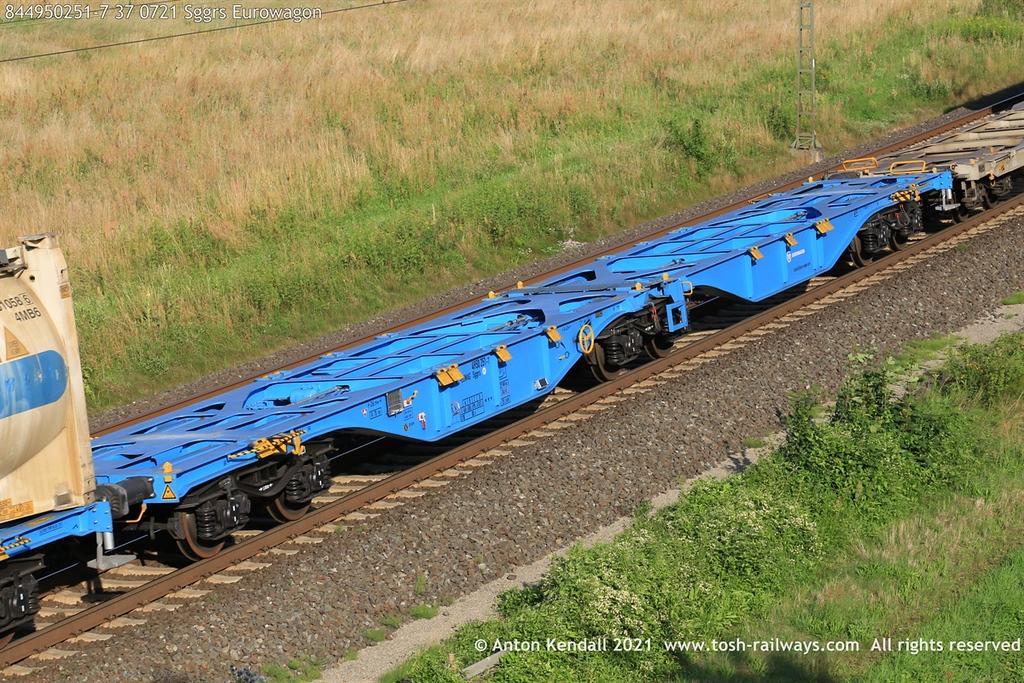 https://photos.smugmug.com/Wagons/Country/84-nl-netherlands/400-499/i-ksCnDjq/0/58a63f5a/XL/844950251-7%2037%200721%20Sggrs%20Eurowagon-XL.jpg