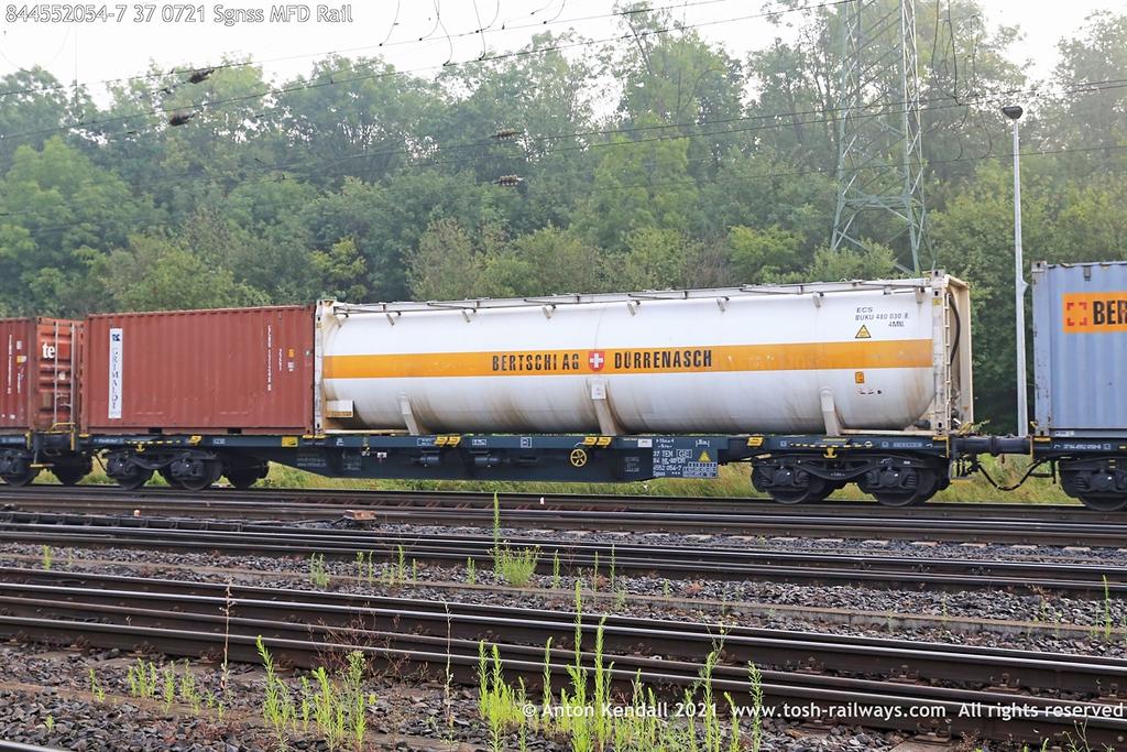https://photos.smugmug.com/Wagons/Country/84-nl-netherlands/400-499/i-sDp5H9Z/0/9b764c6f/XL/844552054-7%2037%200721%20Sgnss%20MFD%20Rail-XL.jpg
