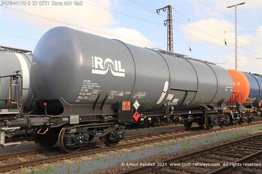 https://photos.smugmug.com/Wagons/Country/84-nl-netherlands/784-2/i-bLk5KPG/0/8548f02d/XL/847844170-2%2037%200721%20Zans%20Atir%20Rail-XL.jpg