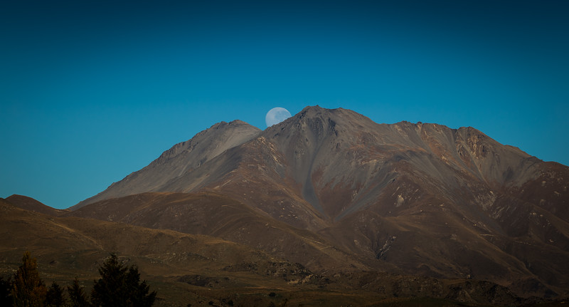 Moon Set  between Duntroon and Kurow