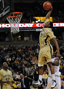 Teague dunk 05a