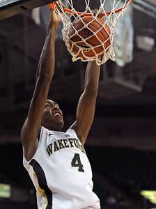 Daniel Green dunk