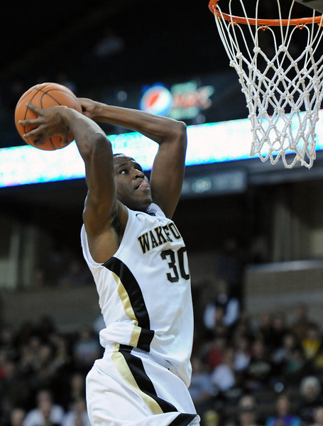 Travis McKie dunk 04
