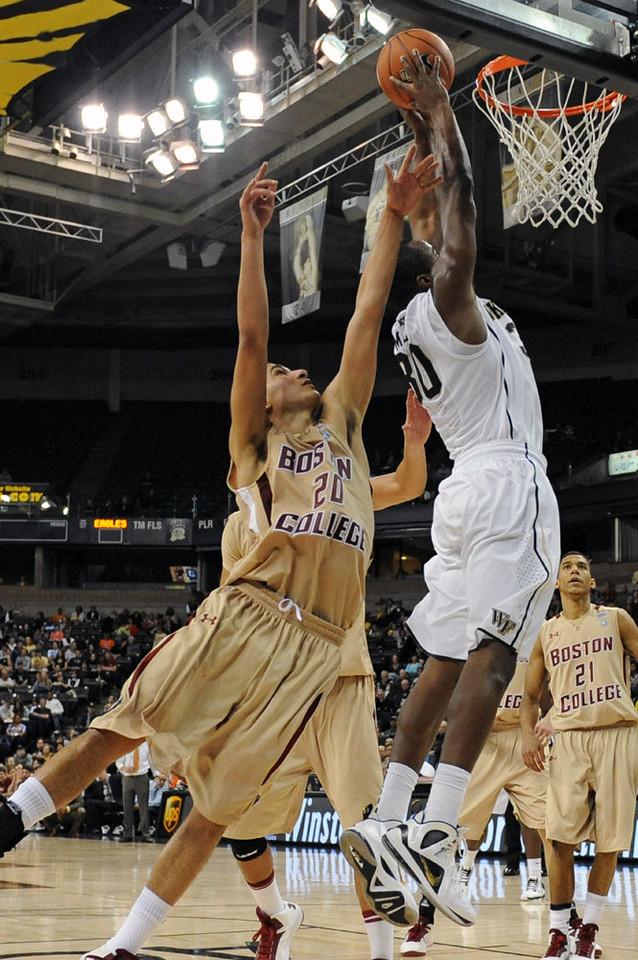 Travis McKie dunk