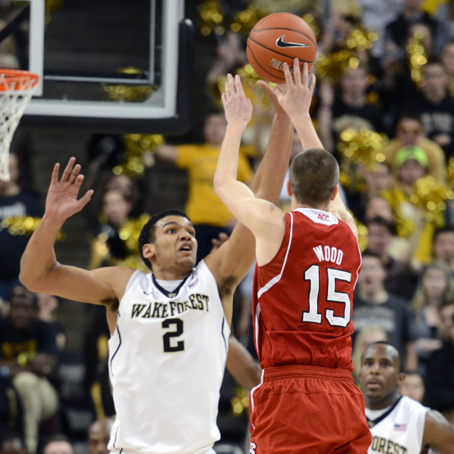 Devin Thomas defends shot by Wood
