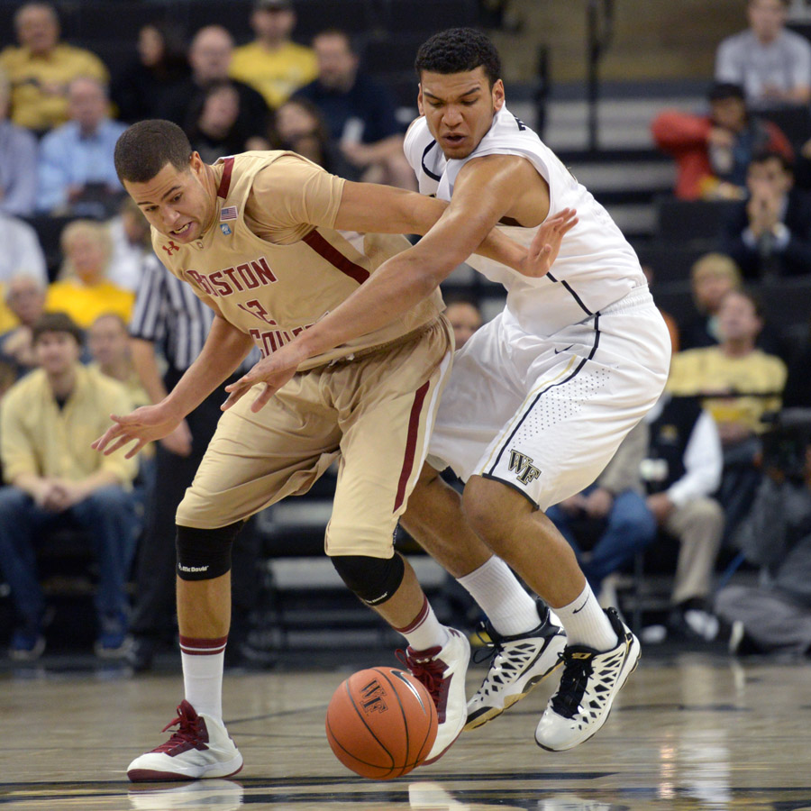 Devin Thomas fights Anderson for loose ball
