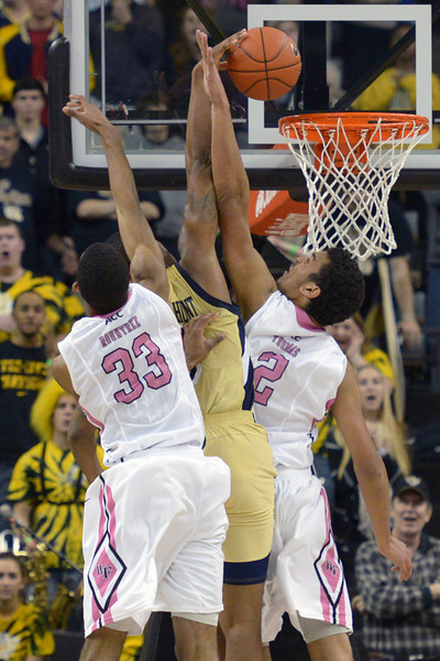 Thomas and Rountree defend against dunk attempt  by Georges Hunt