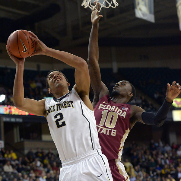 Devin Thomas shot under basket
