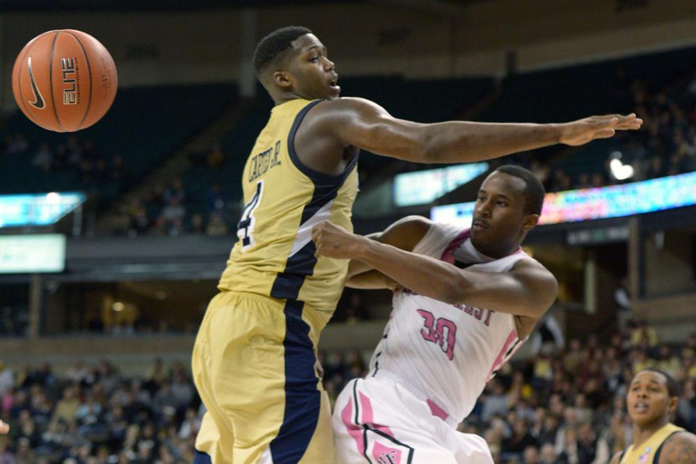 Travis McKie pass under basket