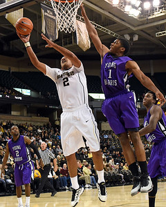 Devin thomas shot under basket 02