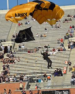 Golden Knights Army parachute team 04