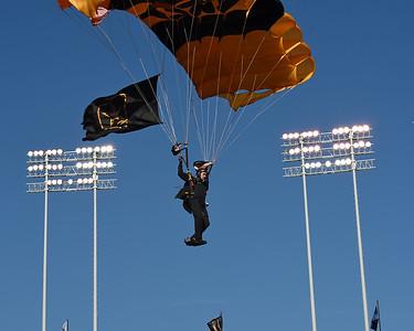 Golden Knights Army parachute team 05