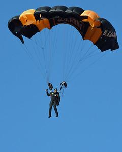 Golden Knights Army parachute team 02