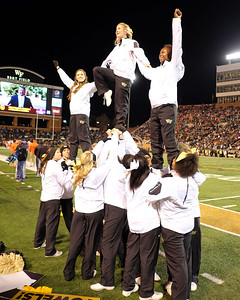 Cheerleader pyramid